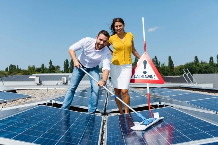 Gebäudereinigung LDS Lederer mit Dachgold bei Photovoltaik Anlageneröffnung